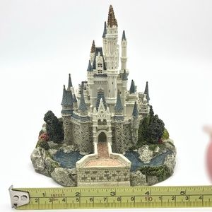 Disney Accents - WALT DISNEY WORLD CINDERELLA'S CASTLE MINIATURE